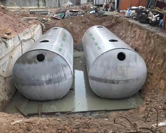 设置防火、防爆安全设施搭配商砼整体式化粪池使用。